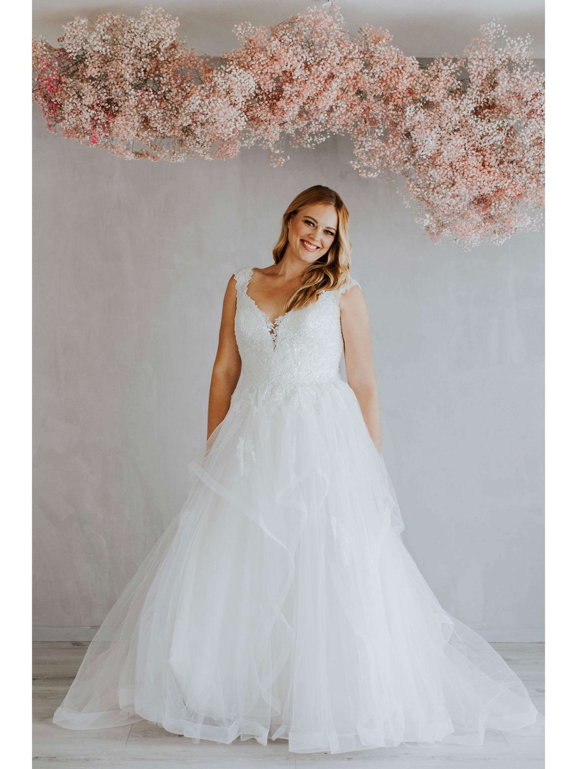 Bridal Gown-Stunning Wedding Gown,Gorgeous Wedding,Gown,Lovely Wedding Gown.Tulle Ballgowns,Soft Tulle Layers,Hand Placed Lace Appliques,Sexy Wedding Gown,Bridal Gown, Wedding Gown, Ballroom Wedding Gown, Lace Wedding Gown, Simple Wedding Gown, Royal Wedd