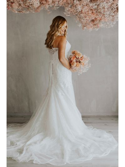 Bridal Gown,Lovely Wedding Gown,Amazing Wedding Gowns,Romantic Wedding Gowns.Soft Lace Wedding Gown,Dotted Tulle Gown,High Back Gown,Criss Cross Tulle Gown,Bridal Gown, Wedding Gown, Ballroom Wedding Gown, Lace Wedding Gown, Simple Wedding Gown, Royal Wed