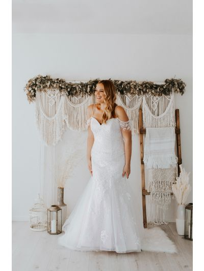 Bridal Gown-Stunning Wedding Gown,Gorgeous Wedding,Gown,Lovely Wedding Gown.Beaded Hand Straps Wedding Gown,Modern Embroidered Lace Wedding Gown,Flare Wedding GowBridal Gown, Wedding Gown, Ballroom Wedding Gown, Lace Wedding Gown, Simple Wedding Gown, Roy